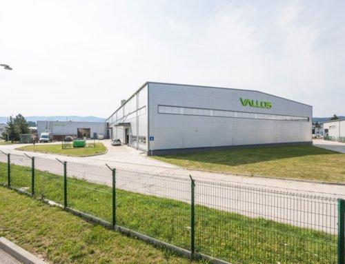 Dve nové skladové haly LLENTAB vyrástli v areáli spoločnosti VALLOS