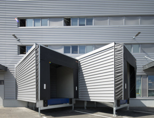 Výber správneho typu vrát je pre efektivitu haly často kľúčový