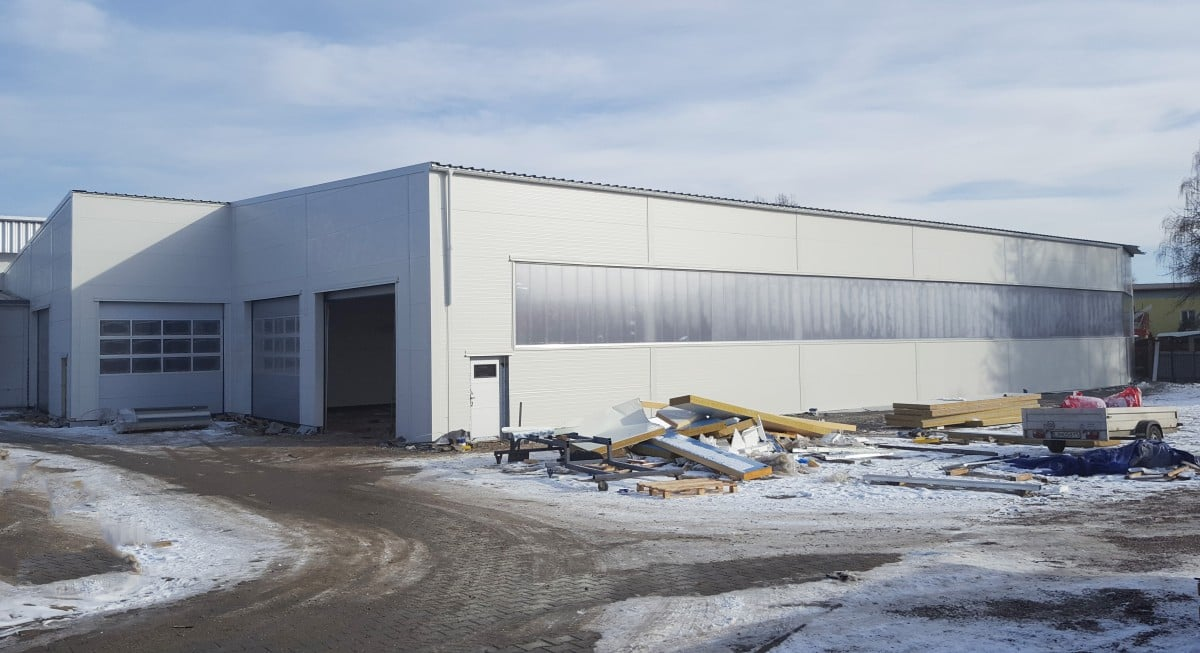 Výrobná hala pre midibusy - Dokončené oceľové haly LLENTAB február 2018