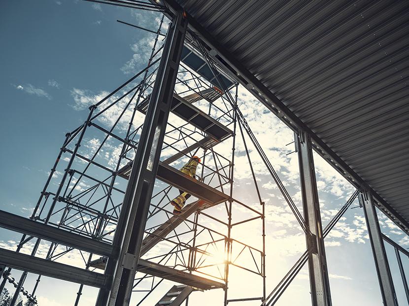výstavba hal v júni
